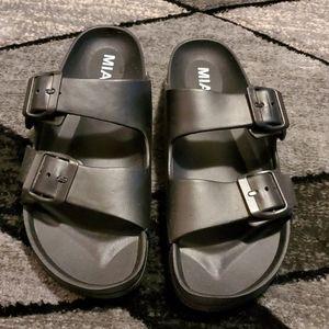 Mia Black Slides / Sandals